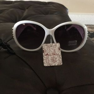 """""""Montana West"""" sunglasses with case."""